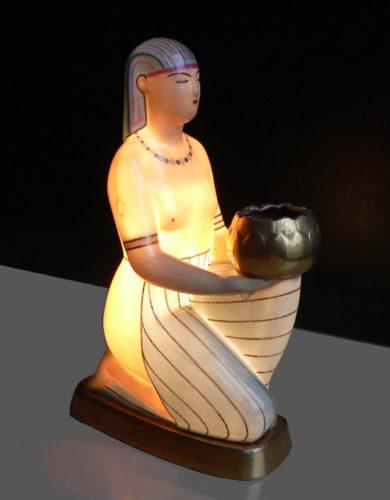 Lampe veilleuse-brûle parfum figurant une Égyptienne