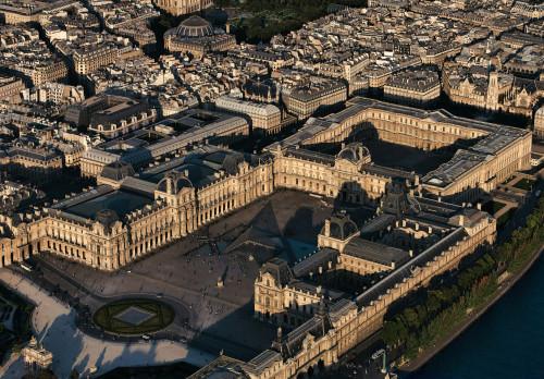 30_Vue aérienne du palais du Louvre.jpg