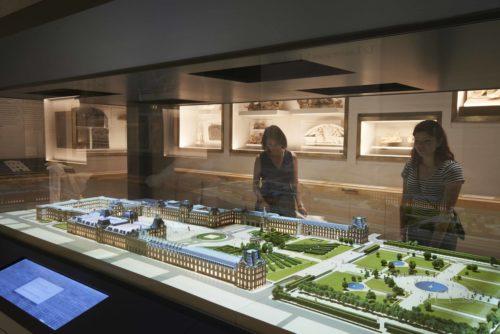 Maquette interactive du palais du Louvre (c) 2016 musée du Louvre Thierry Ollivier.jpg
