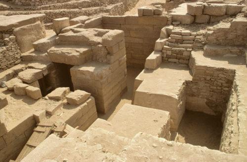 9. Fouilles de Saqqara. Emplacement de la chapelle d'Akhethétep dans mastaba © 2016 Musée_Christian Décamps.jpg