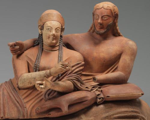 Sarcophage dit « Sarcophage des Epoux » © Musée du Louvre, dist. RMN - Grand Palais / Philippe Fuzeau
