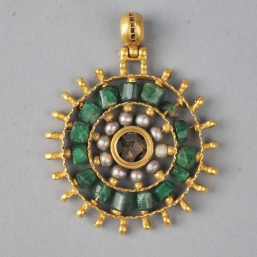 Pendentif du tresor de Preslav c Preslav musee archeologique Veliki Preslav-JPG