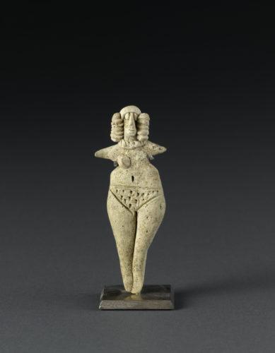 Femme nue aux bras en ailerons musee du Louvre c musee du Louvre dist- RMN - Grand Palais F- Raux-jpg