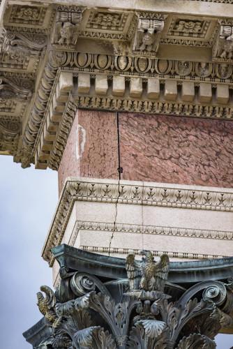 5- Agrafes métalliques maintenant les plaques de marbres sur la frise d'entablement © 2018 musée du Louvre / Olivier Ouadah-jpg