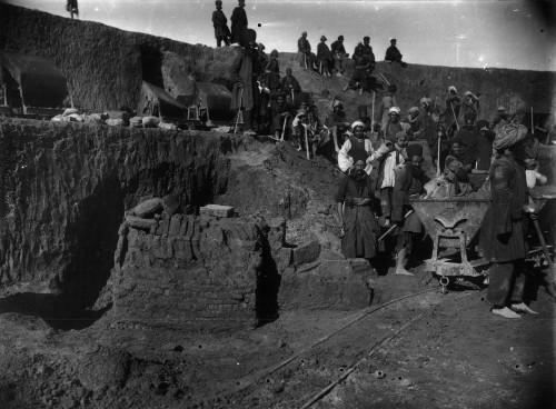 Vue des fouilles françaises de Suse dans le sud-ouest de l'Iran, coordonnées par Roland de Mecquenem © musée du Louvre, archives du département des Antiquités orientales