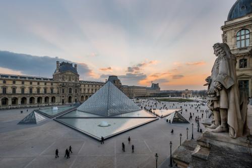 Cour Napoléon et Pyramide © 2013 musee du Louvre - Olivier Ouadah