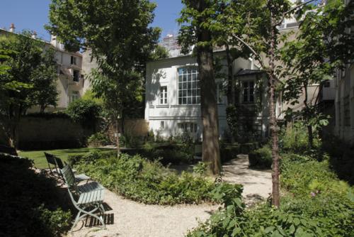Garden of the Musée Eugène-Delacroix © 2016 Musée du Louvre / Antoine Mongodin