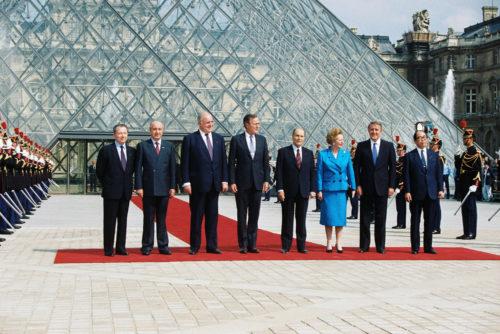 18- Sommet du G7 au Louvre, juillet 1989 © Ullstein Bild  Roger-Viollet-jpg