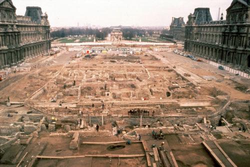 10- Les fouilles de la cour Napoléon, décembre 1985 © Musée du Louvre (fonds EPGL)-  Patrice Astier-jpg