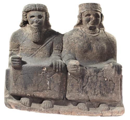 13-Statue de couple assisBerlin Staatliche Museen zu Berlin   BPK Berlin Dist- RMN-Grand Palais  Olaf M- Tessmer-jpg