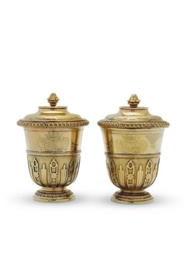 5. Paire de pots et leur couvercle en vermeil © CHRISTIE'S IMAGES LTD. 2019.–jpg