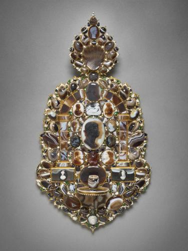 18. Plaque de lumière ornée de camées © Musée du Louvre (dist. RmnGP) / Thierry Ollivier-jpg
