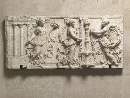 6- Artromain- Relief des Sacrifiantes Borghese Vers130- Musee du Louvre D- Antiquites grecques et rusques et romaines  Musee du Louvre dist- RMN-Gd Palais  Herve Lewandowski-jpg