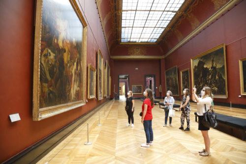 Visiteurs au musee du Louvre (c) 2020 musee du Louvre Antoine Mongodin-jpg