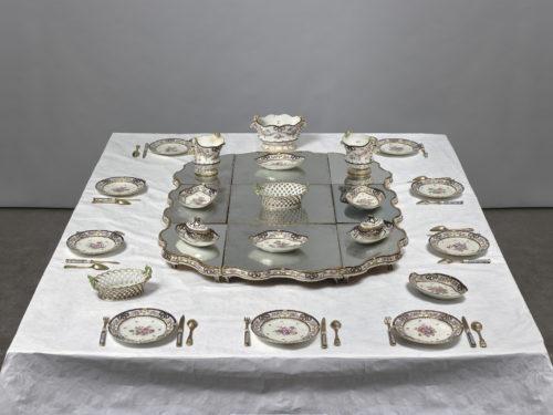 Table dressée du service à dessert de Madame Geoffrin © Musée du Louvre, distr. RMN-GP / Hervé Lewandowski